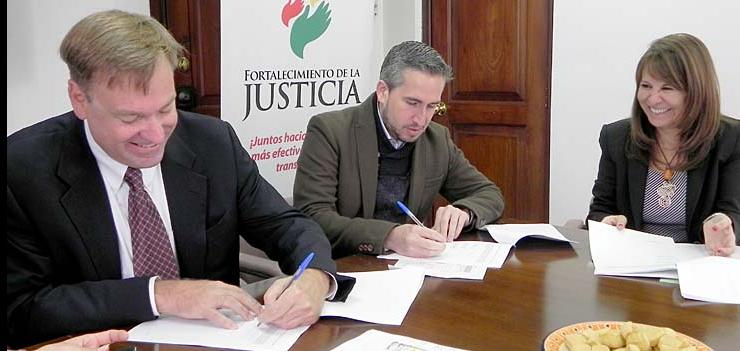 CEDA is implementing a project to promote access to justice and build legal capacity in the area of Environmental Law, with a focus on Quito and the Galapagos.